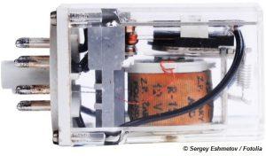 Relais Verwendung: Mit Hilfe von Relais können Stromkreise eingeschaltet bzw. aus- oder auch umgeschaltet werden