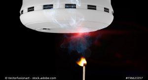 Testen Sie Ihren Rauchmelder niemals mit Zigarettenrauch, Kerzen oder Feuerwerk