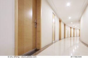 Mehrere Schaltstellen für die Beleuchtung im Flur